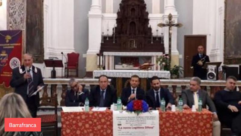 La chiesa San Francesco di piazza Regina Margherita - Barrafranca affollata per la conferenza sulla legittima difesa